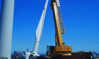 Montaje de palas en un aerogenerador